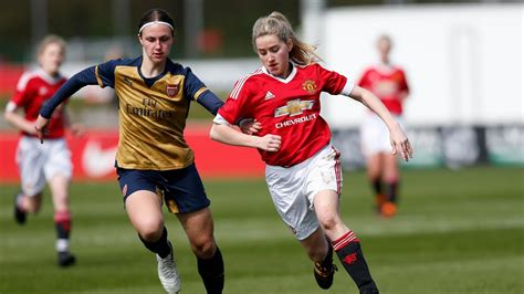 Manchester United U17 Girls take on Arsenal in the FA