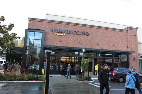 Can't Make it to Seattle to See Amazon Books? Ars Has the